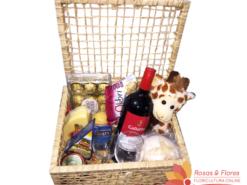 Baú de vinho e aperitivos com queijo e chocolate Floricultura Rosas e Flores RJ