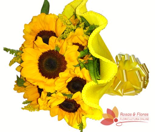 Buquê de Girassol com papel crepom Floricultura Rosas e Flores RJ