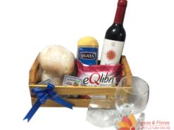 Cesta de Aperitivo com Vinho, queijo e pão Floricultura Rosas e Flores RJ
