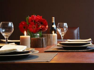 Como preparar uma mesa romântica para jantar á dois
