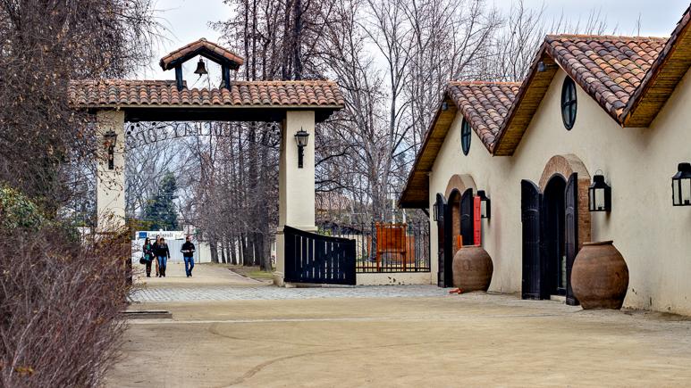Portal de entrada da Vinícola Concha Y Toro - Viajando na Janela