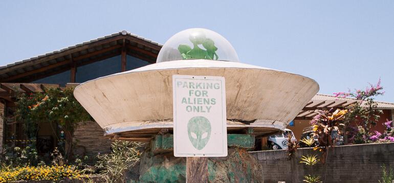 Águas Termais do Éden e Jardim de Maytrea - estacionamento para alienígenas