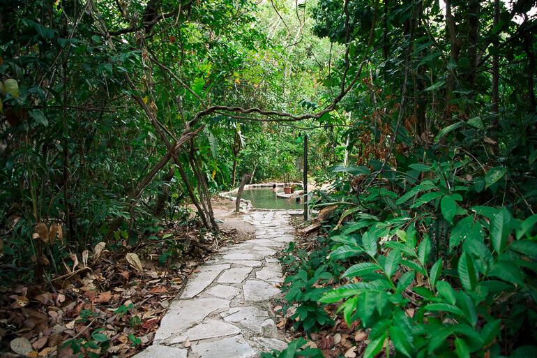 Águas Termais do Éden e Jardim de Maytrea - acesso às piscinas termais