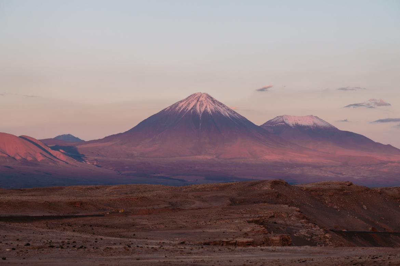 Deserto do Atacama - Vista dos vulcões desde o Valle de La Muerte
