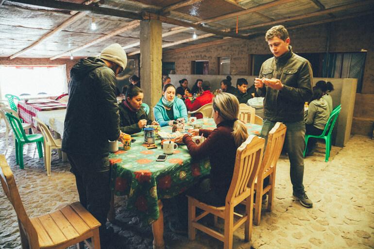 Nosso grupo tomando café da manhã no 2º dia de travessia