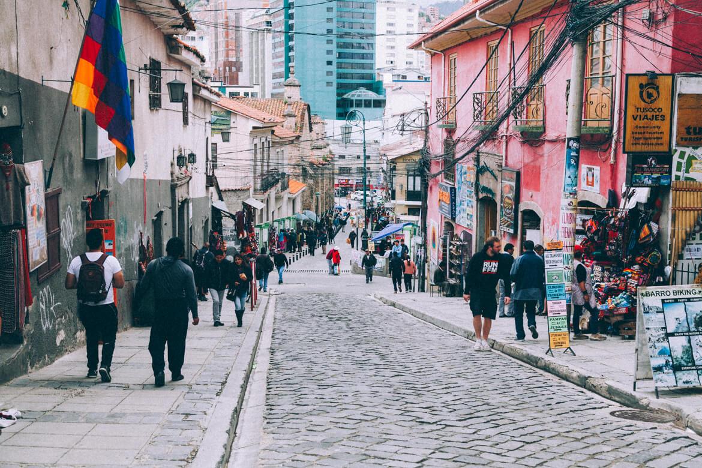 Rua Sagarnaga, uma das mais turísticas de La Paz