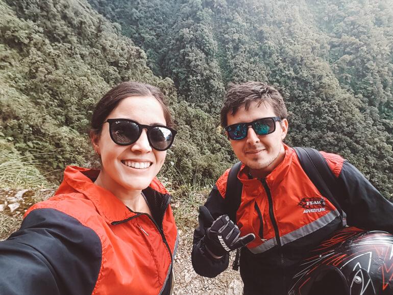Estrada da Morte de bicicleta, Bolívia: selfie no final