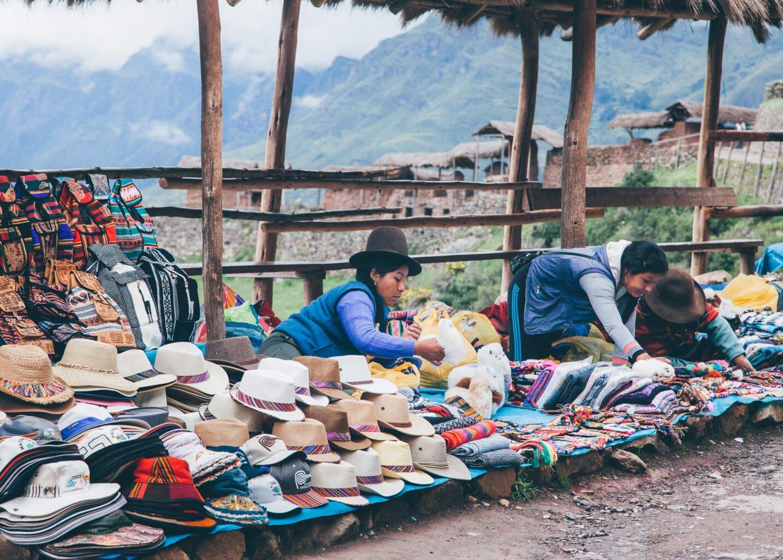 Vendedoras na porta do sítio arqueológico de Pisac | Roteiro em Cusco