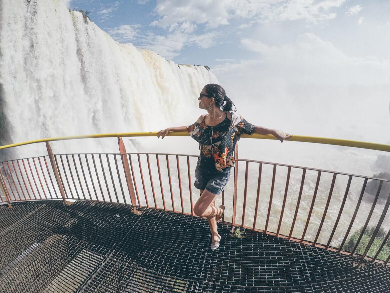 Cataratas do Iguaçu: Plataforma abaixo do elevador. Não tem como não se molhar!