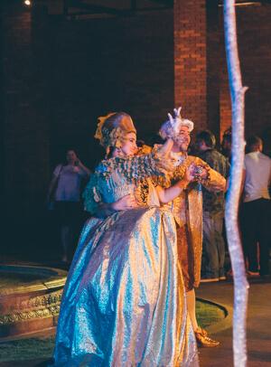 Marco das Três Fronteiras: Dançarinos com roupas de época para a apresentação do Minueto