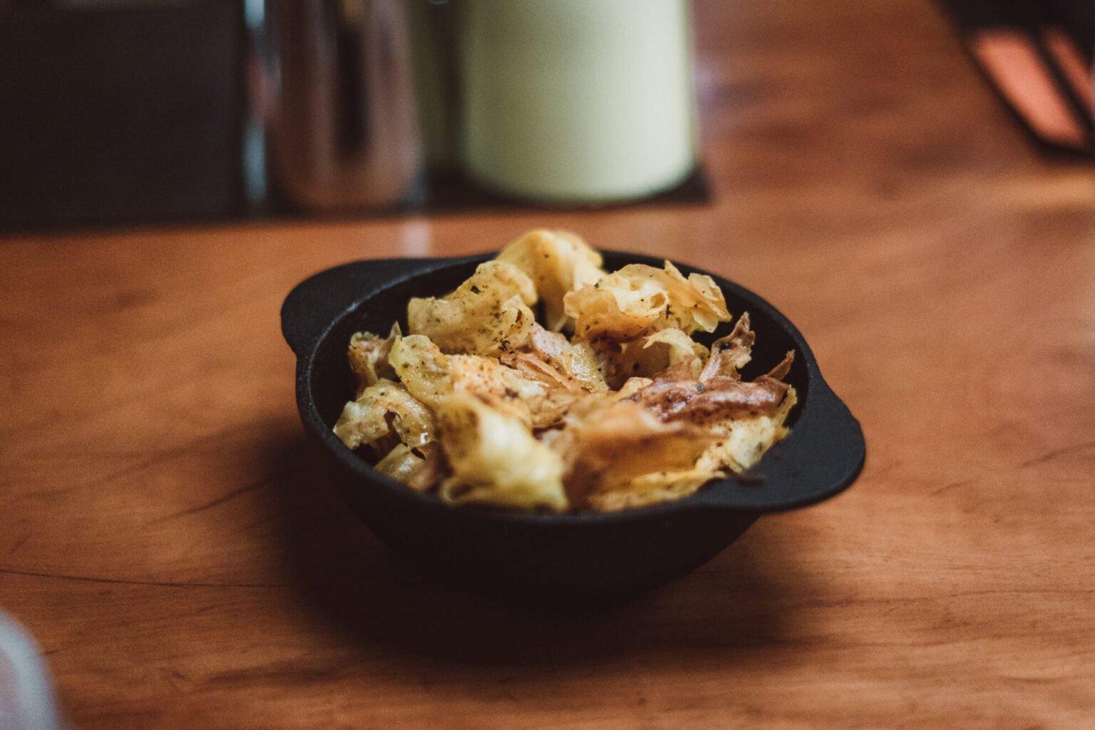 Chips de mandioca com um temperinho maravilhoso! Páprica e chimichurri ~ se não me engano rsrs