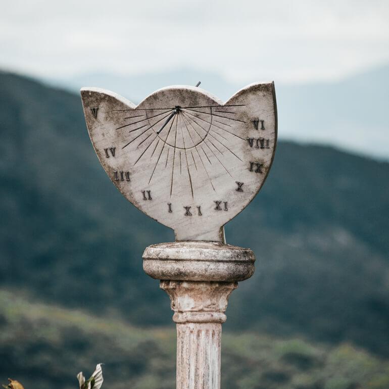Relógio de pedra (fica logo no início das trilhas)