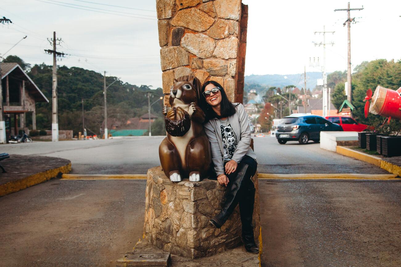 O que fazer em Monte Verde MG: Logo na entrada da cidade os esquilinhos dão as boas vindas