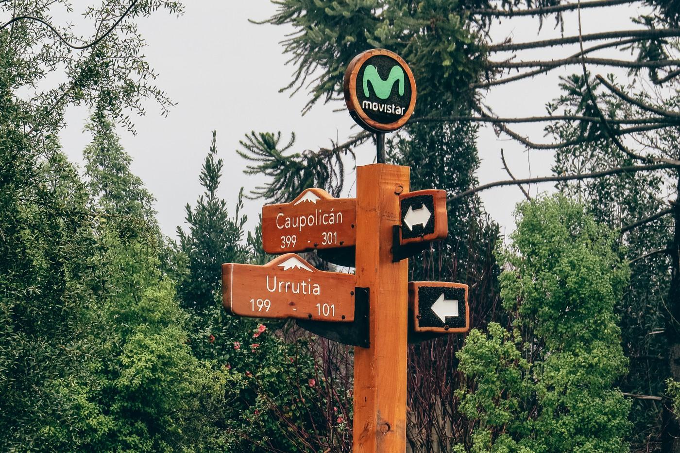 Uma das plaquinhas que indicam as ruas de Pucón, Chile
