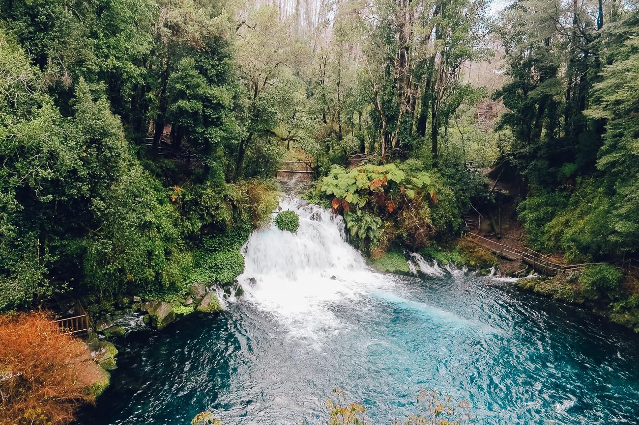 Uma das cachoeiras de Ojos de Caburgua (Pucón, Chile)