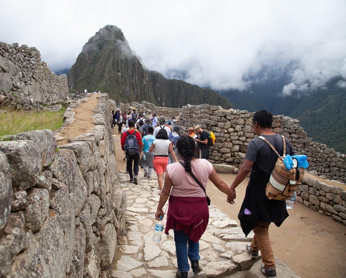 Turistas entrando em Machu Picchu