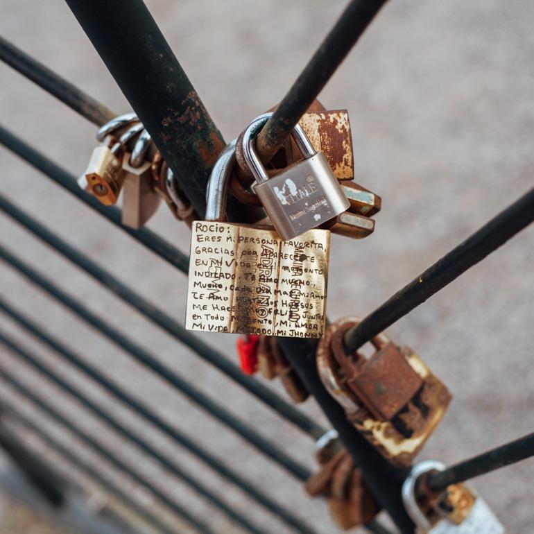 cadeados no Parque del Amor