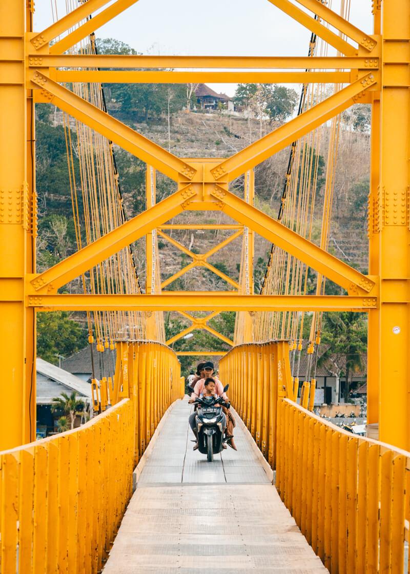 Nusa Ceningan e Nusa Lembongan - ponte amarela