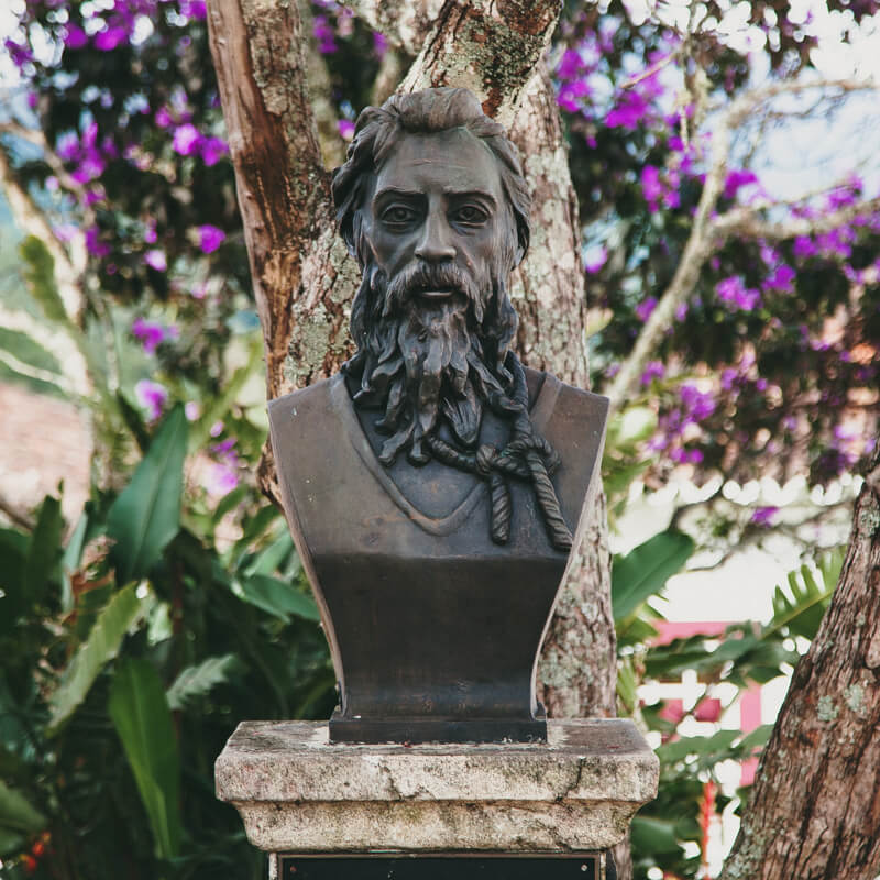 Tiradentes MG: Busto de Tiradentes próximo à Câmara Municipal