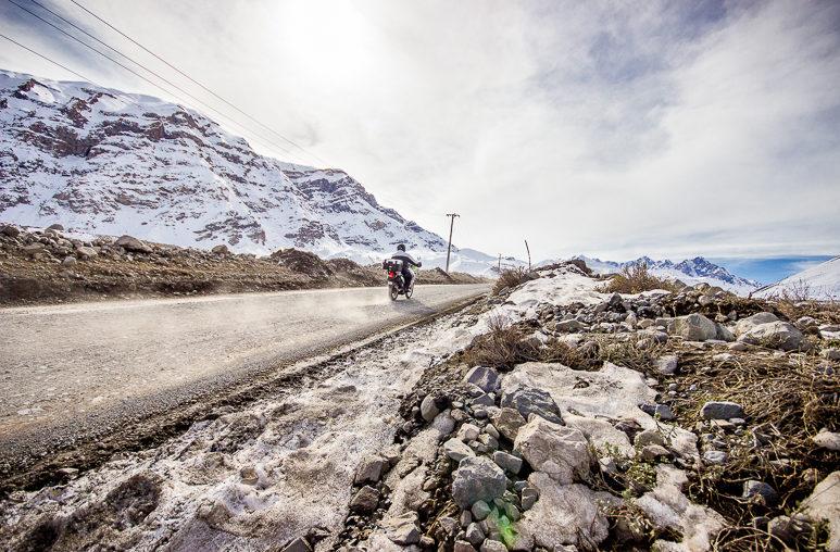 Moto na estrada para Embalse el Yeso