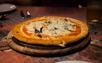 Pizza servida no restaurante do Railay Princess