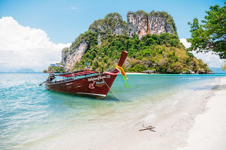 Longtail atracado na Koh Phak Bia