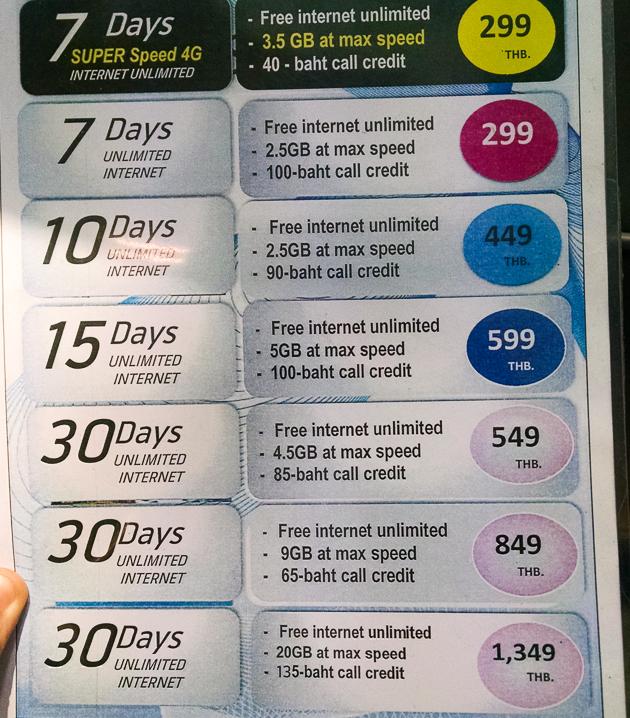 Planos de dados para internet vendidos em uma das lojas do Aeroporto de Bangkok