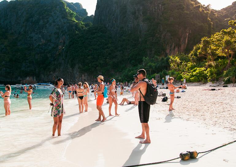 Pessoal aproveitando para fotografar em uma das praias mais famosas do mundo!