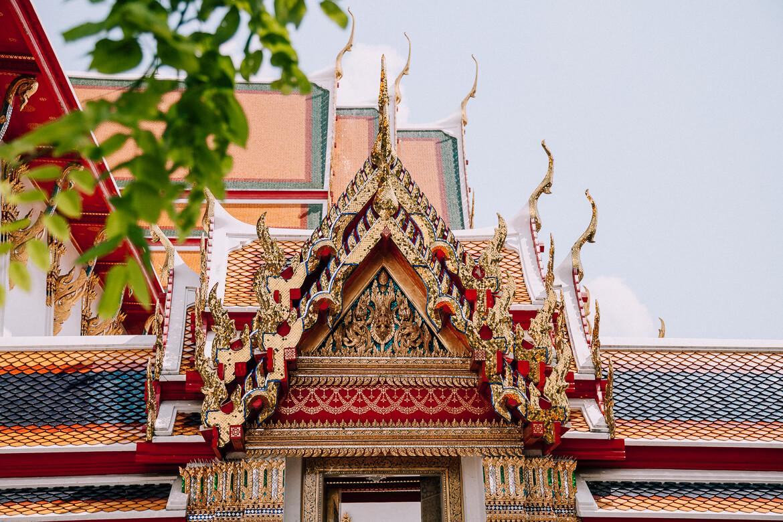 Onde ficar em Bangkok - detalhe de um templo budista