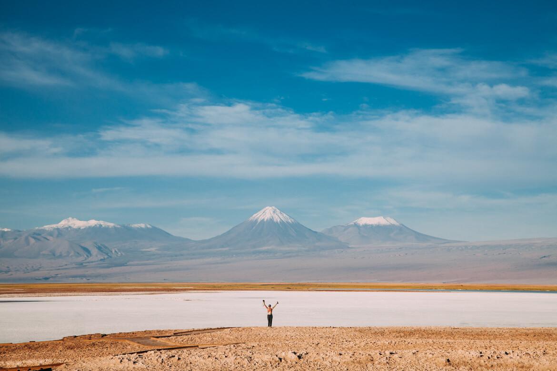Tour Laguna Cejar - vulcões ao fundo <3