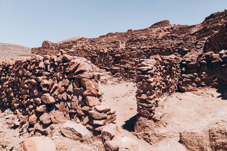 Todos os muros em Pukara de Quitor foram feitos de pedra