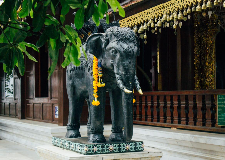 Doi Suthep - elefante (estátua)