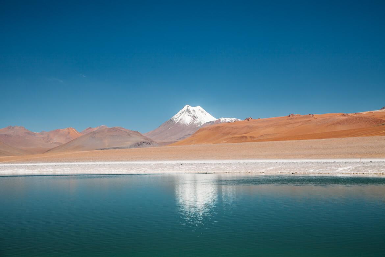 Um quase reflexo do Cerro Pili na Laguna Diamante - Tour Salar de Tara
