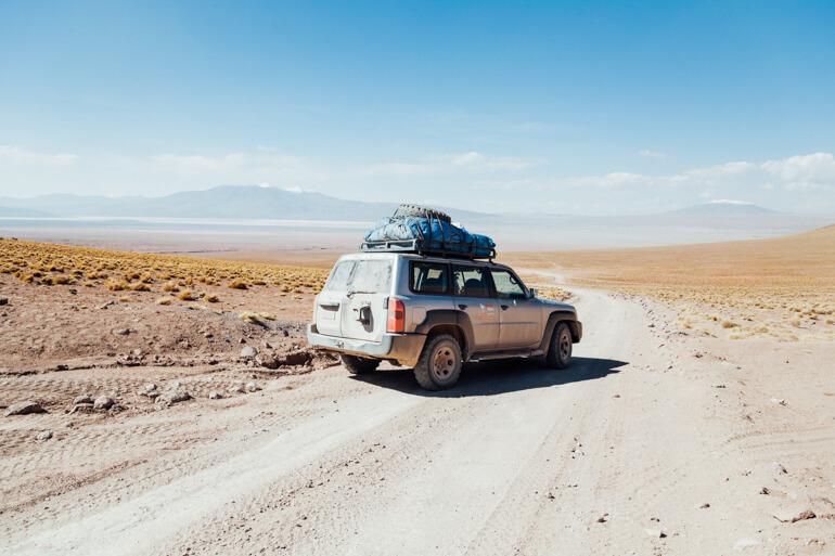Um dos veículos 4x4 utilizados na travessia   Salar de Uyuni, primeiro dia