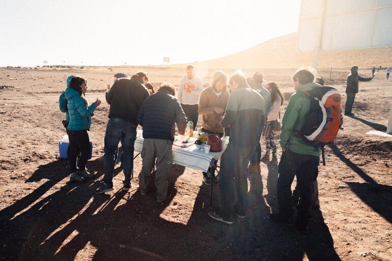 Café da manhã tomado em frente à imigração chilena   Salar de Uyuni, primeiro dia