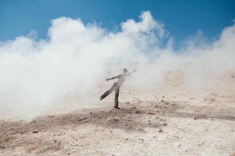 Geisi e sua criatividade para poses fotográficas   Viajando na Janela