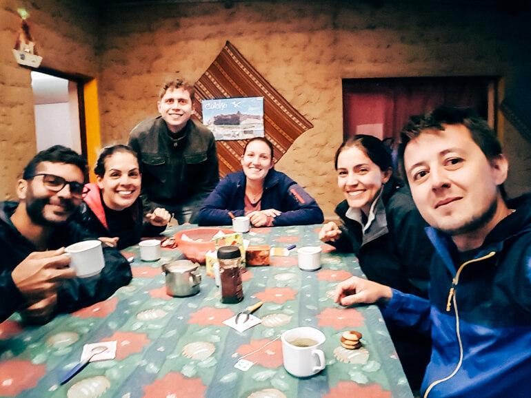 Nosso grupo - todos mortos de cansaço | Viajando na Janela