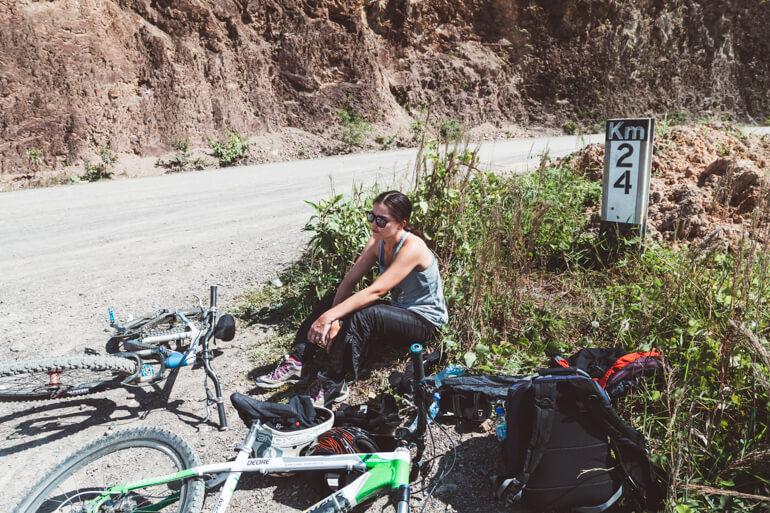 Estrada da Morte de bicicleta, Bolívia: Geisi cansada
