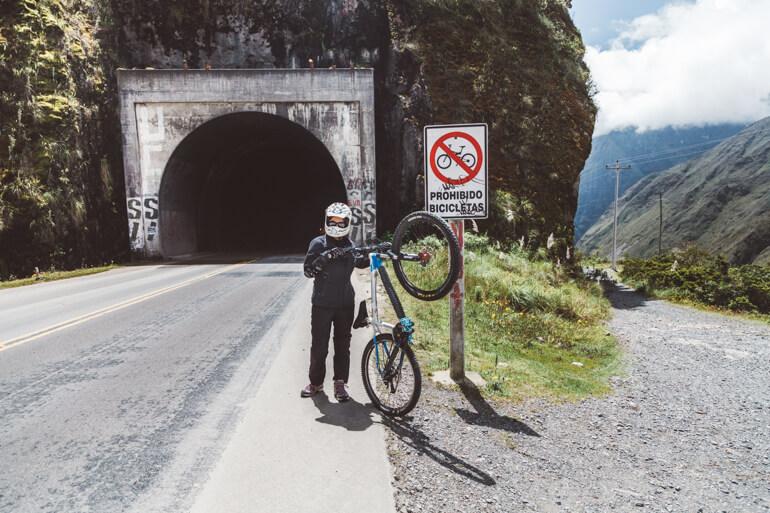 Túnel na Estrada da Morte, Bolívia