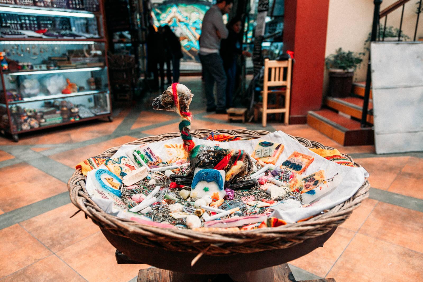 Mercado das Bruxas de La Paz - Cesto montado para Pachamama