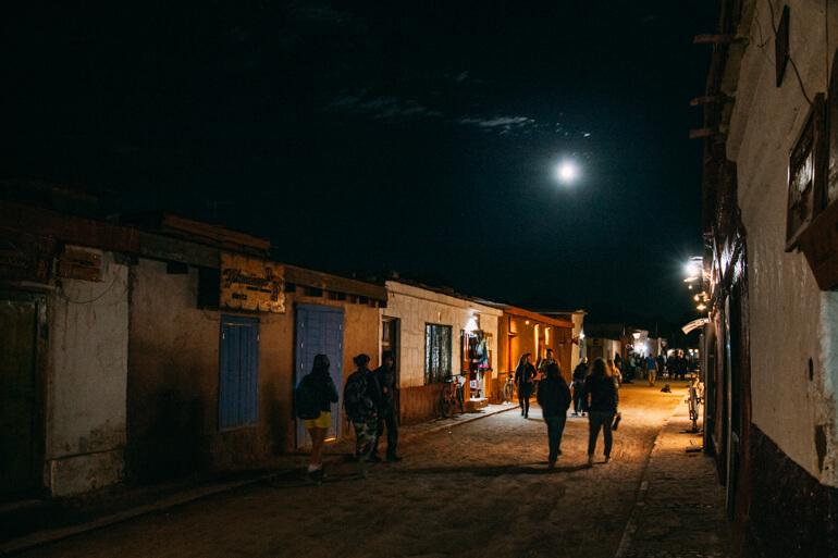 Quanto custa conhecer o Atacama? - San Pedro à noite