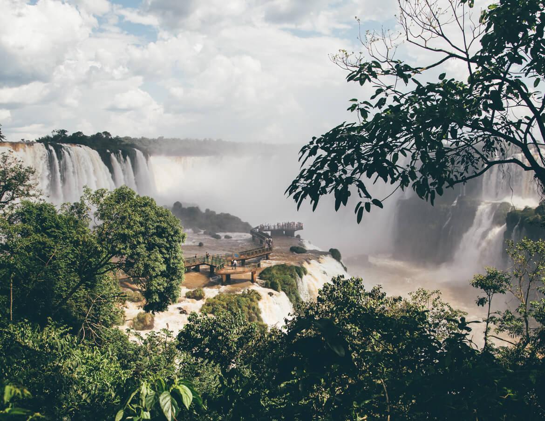 Passarela no meio do Rio Iguaçu