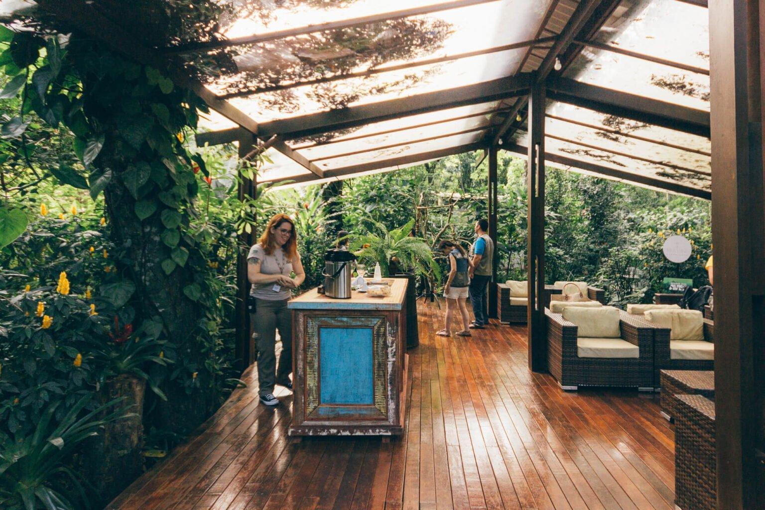 Lounge onde é servido o lanchinho ao final do Backstage