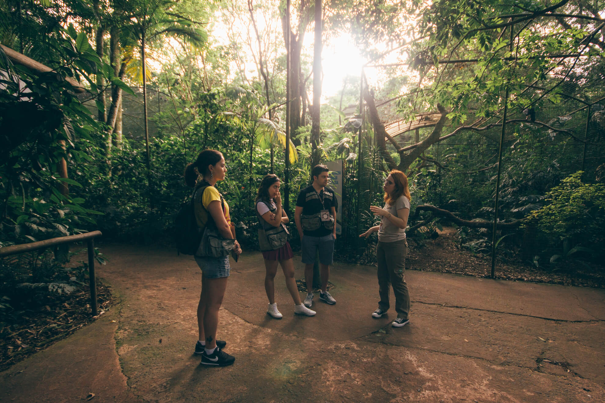 Andressa nos explicando detalhes sobre o Parque - Backstage Experience, Parque das Aves
