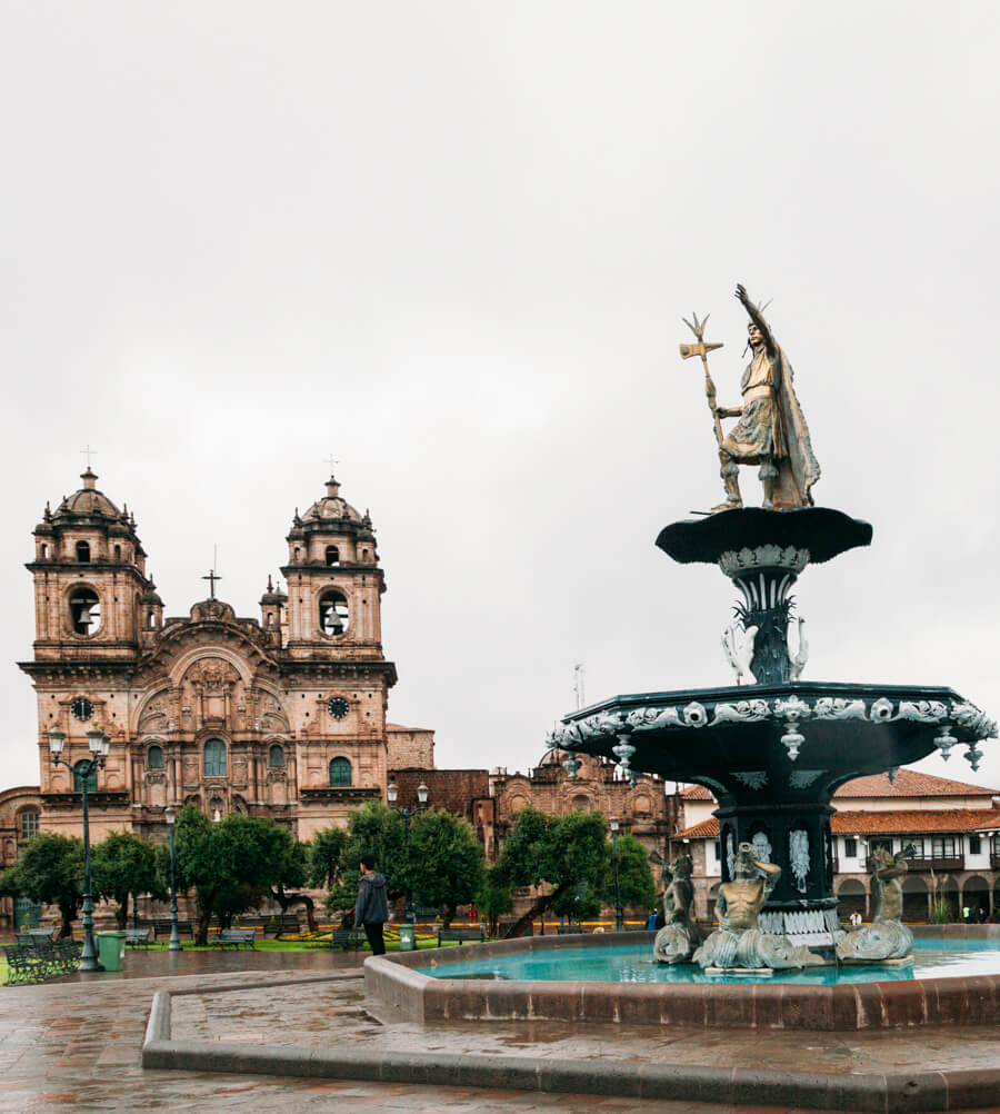 Plaza de Armas (com a Catedral de Cusco ao fundo)