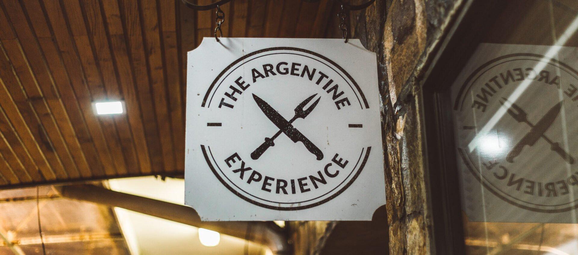 Placa indicando o The Argentine Experience