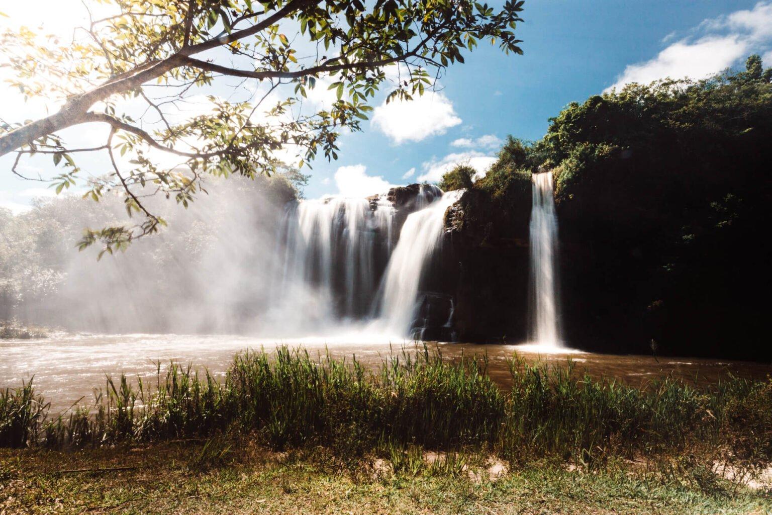 Cachoeira da Fumaça pela manhã - Carrancas MG