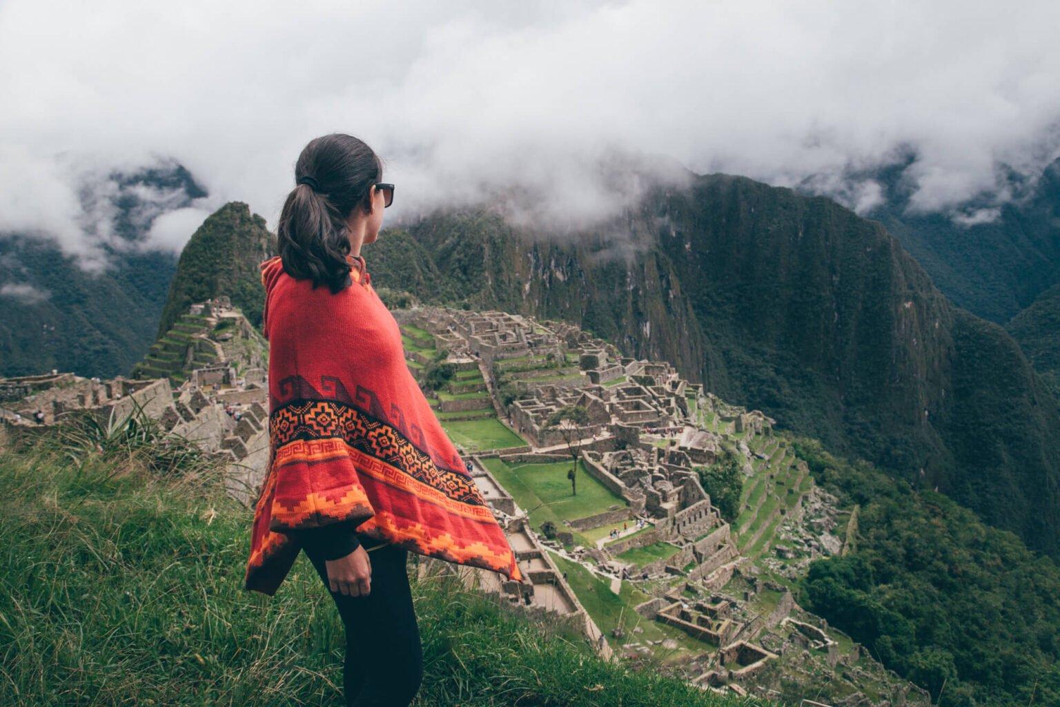 Vista clássica de Machu Picchu, a cidade perdida dos incas