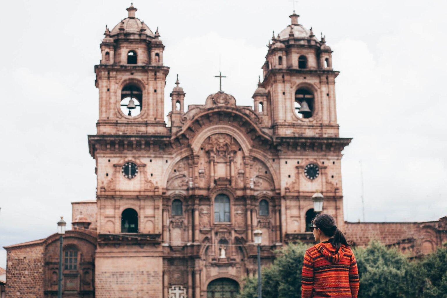 Igreja De La Compañia de Jesús, que também fica na Plaza de Armas
