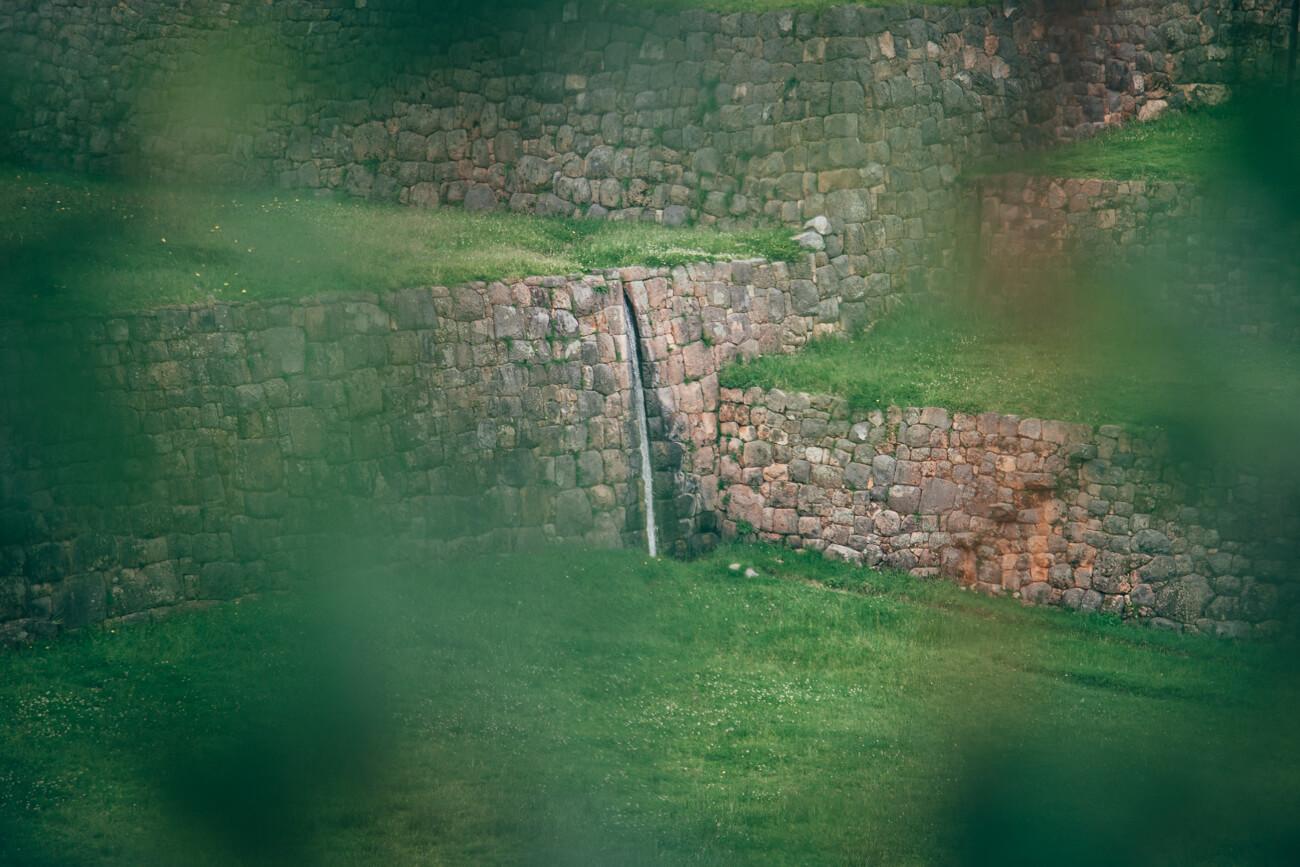 Com toda a sua engenharia, os Incas dominavam o meio ambiente. Um exemplo, é a alteração de cursos d'água e nascentes para a irrigação de campos e abastecimento de cidades.